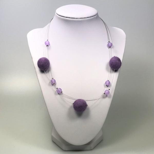 Halskette mit Filzperlen flieder, ca. 50cm