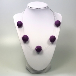 Halskette mit Filzperlen beere, ca. 50cm lang