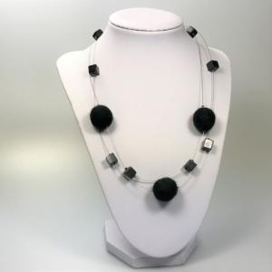 Halskette mit Filzperlen schwarz, ca. 50cm lang