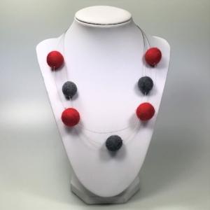 Halskette mit Filzperlen rot und schwarz, ca. 50cm