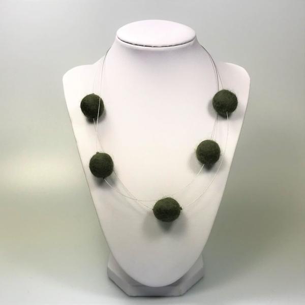 Halskette mit Filzperlen dunkelgrün, ca. 50cm