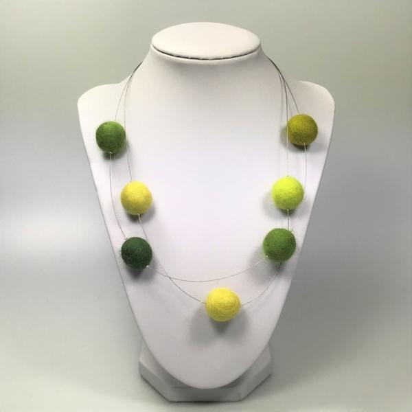 Halskette mit Filzperlen in Grüntönen, ca. 50cm