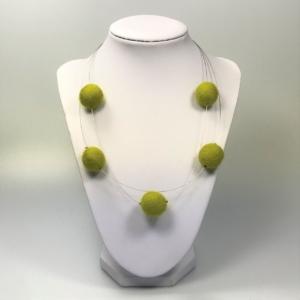 Halskette mit Filzperlen grasgrün, ca. 50cm