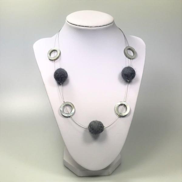 Halskette mit Filzperlen grau, ca. 50cm