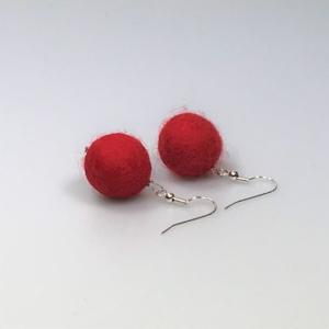 Ohrringe aus hellroten Filzperlen 1,5cm