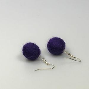 Ohrringe aus lila Filzperlen 1,5cm