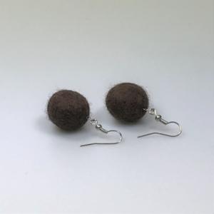 Ohrringe aus braunen Filzperlen 1,5cm